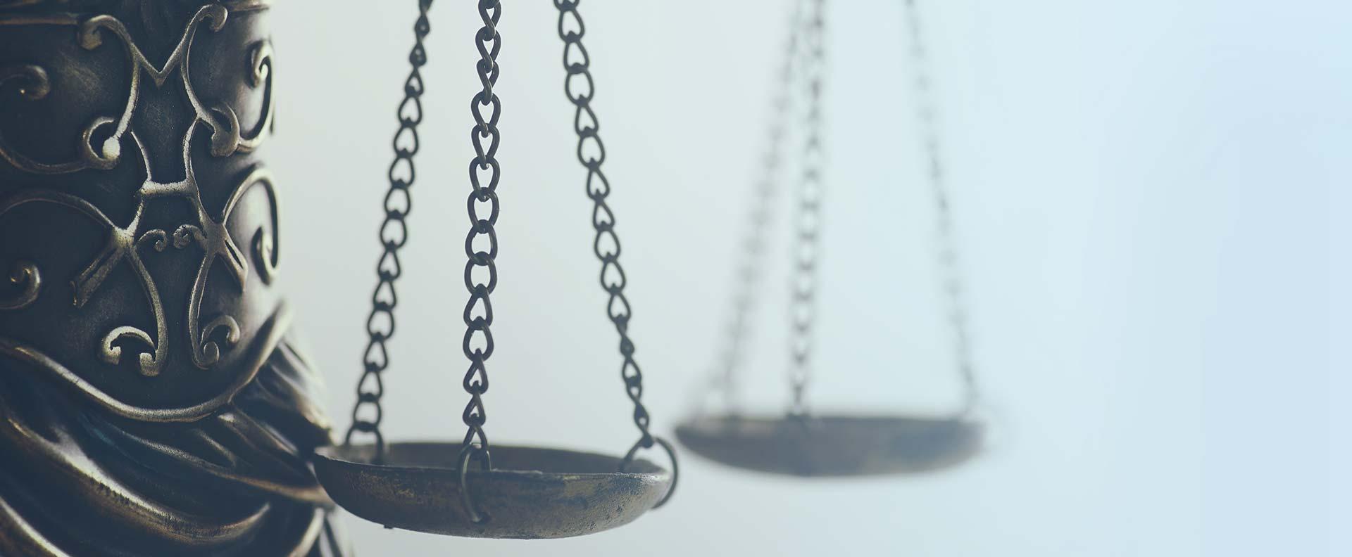 نقش وکلا در حل مشکلات مردم